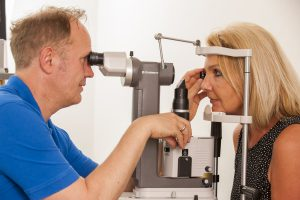 Augenpraxis Nachuntersuchung
